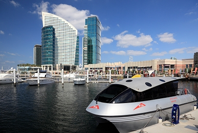 Ein Dubai Watertaxi in der Festival City